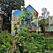 Philadelphia mural makes for perfect backdrop to this small garden.