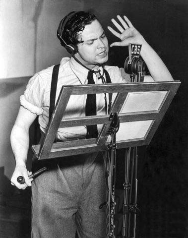 Orson Welles during his 1938 radio broadcast. (Photo by Hulton Archive/Getty Images)
