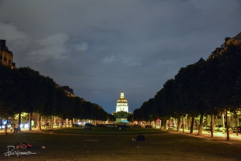 It was pitch dark looking down the Esplanade Jacques Chaban-Delmas towards Les Invalides.