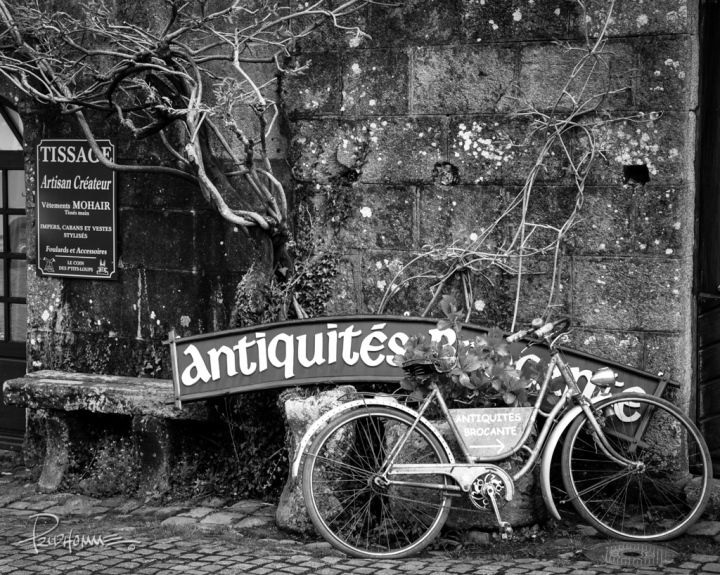 This bike has seen its fair share of riding. Instead of the junk yard, it's repurposed into decorative art in Locronan.