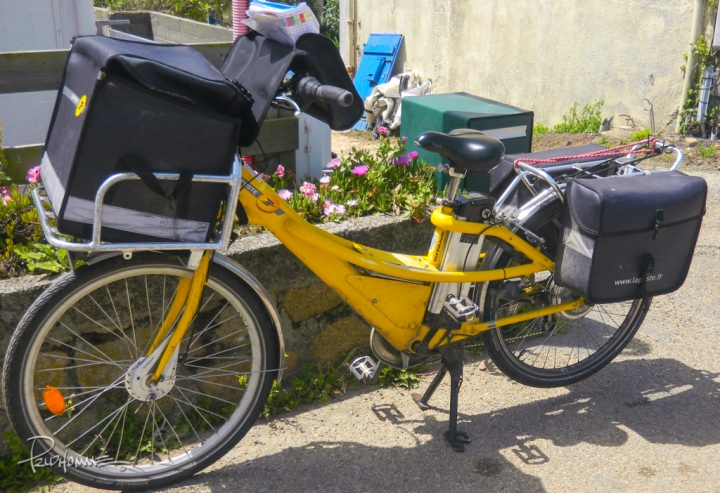 Yes, even the postman makes his job easier (and greener) with a bike in Ile-de-Brehat.